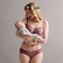 Самый прекрасный момент в жизни женщины - день, когда она становится мамой...